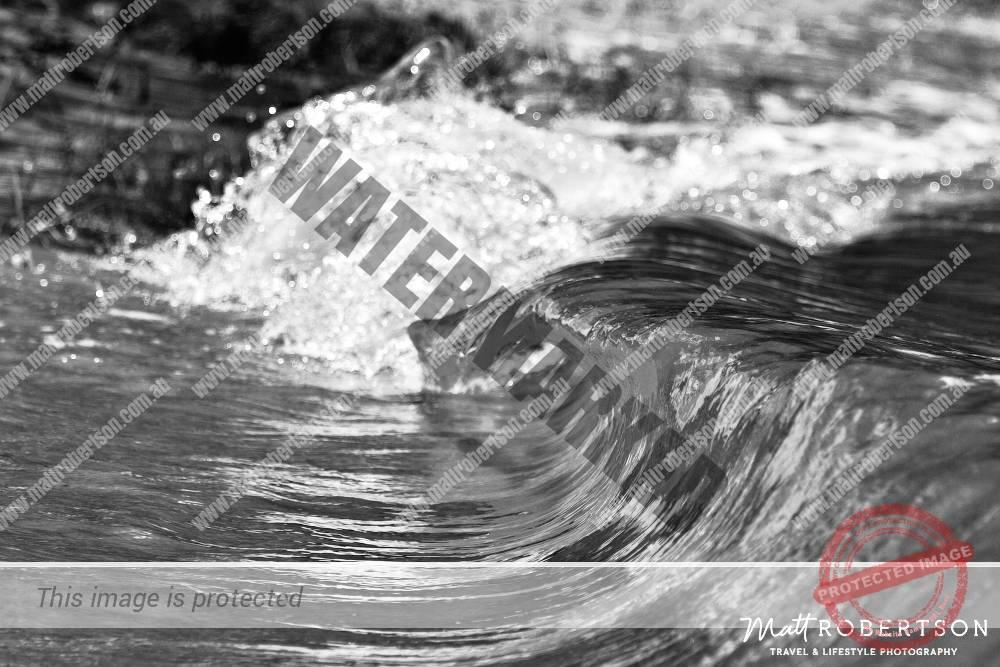 mattrobertson_wavesVONE037